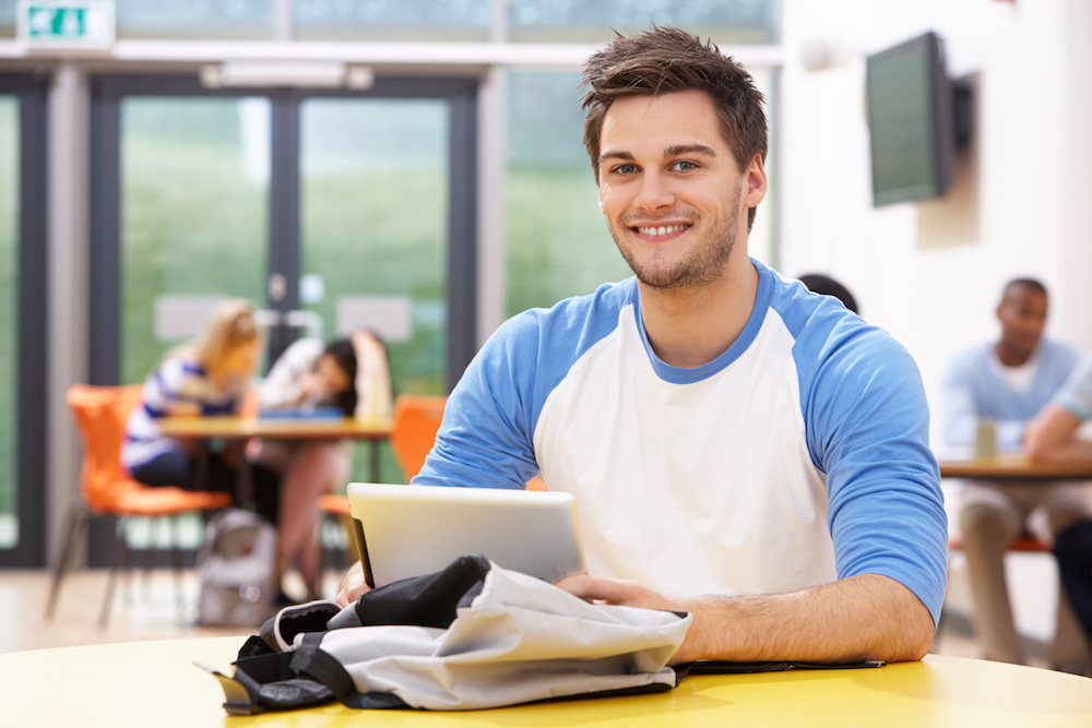 Industrie: Student mit Tablet